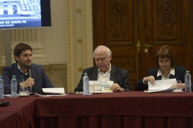 serios. El gobernador Miguel Lifschitz y la ministra Patricia Bullrich.