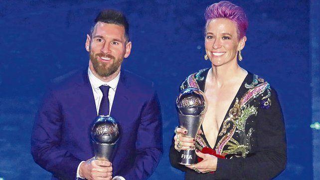 El y ella. Messi recibió por primera vez este trofeo. En fútbol femenino ganó Megan Rapinoe