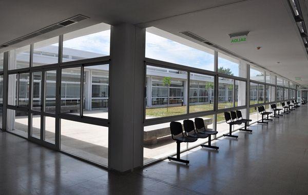 El hospital fue inaugurado en diciembre de 2011 con una inversión de 20 millones de pesos y tras muchos meses aún no fue habilitado. El nuevo mobiliario ya está y sólo faltan detalles.