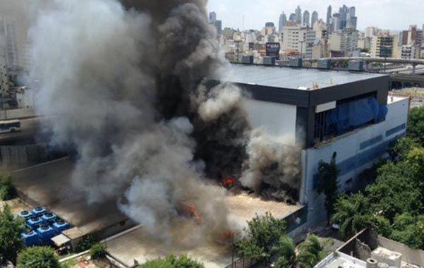 Alarma. El utilaje almacenado en las instalaciones del barrio de Constitución ardió rápidamente.