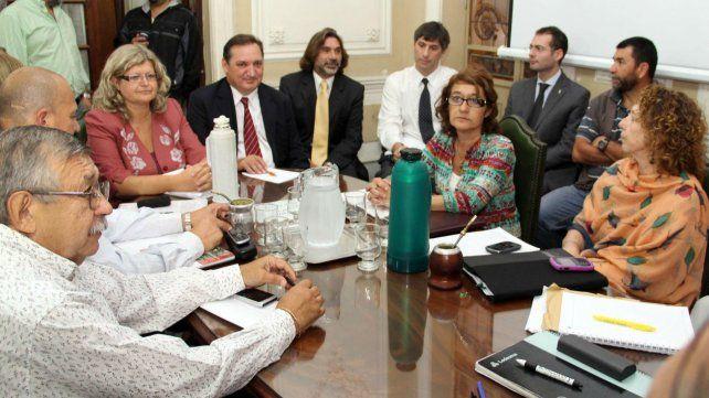 Los ministros Balagué y Genesini vuelven a encontrarse con los dirigentes gremiales.