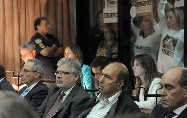 Al banquillo. Los ex secretarios de Transporte Ricardo Jaime y Juan Pablo Schiavi (1º y 2ª desde la izquierda).