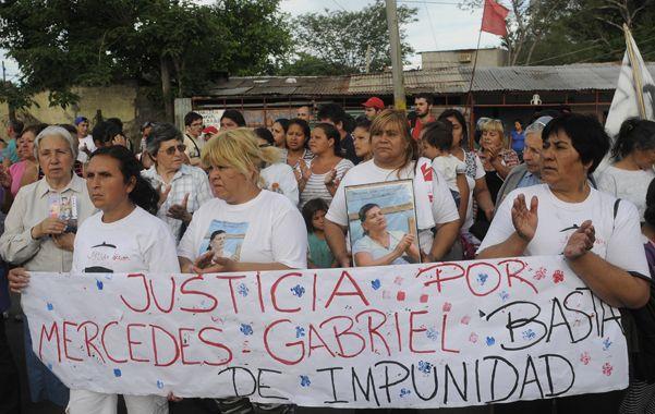 Marcha. El lunes los vecinos de Ludueña marcharon pidiendo justicia por Mercedes Delgado y Gabriel Aguirre.