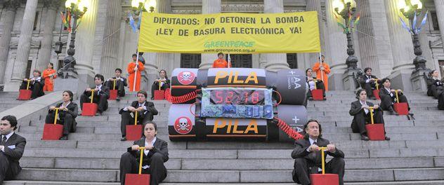 Manifestantes de Greenpeace en una de sus últimas demostraciones de reclamo
