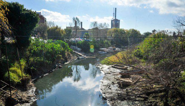 Arroyo Luedueña. La bajante del río Paraná se profundizó en los últimos días y según los pronósticos del Instituto Nacional del Agua (INA) perforará el piso del metro cero y llegaría a marcar -20 centímetros los primeros días de julio.