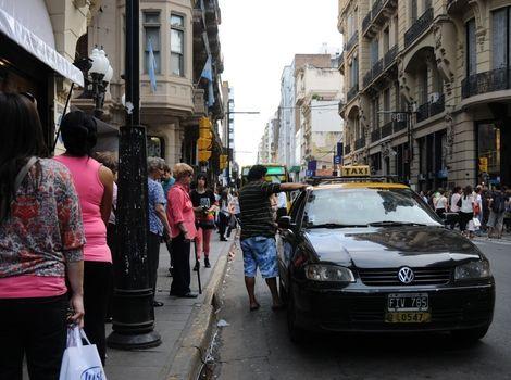 El municipio rosarino no evalúa por el momento aumentos para los taxis. (Foto: V.Benedetto)