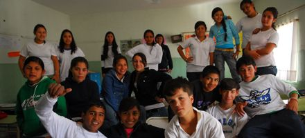 Escuela 825: padres y alumnos reclaman el secundario y esperan a Rasino esta semana