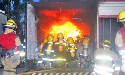 Los bomberos de Pérez hacen punta en capacitación con un simulador