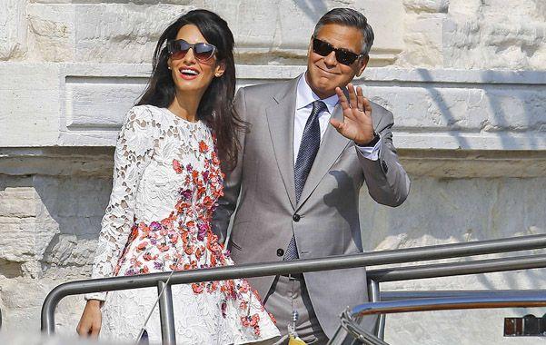 George Clooney tuvo que sortear un par de olas antes de atracar en ese puerto que es el matrimonio.