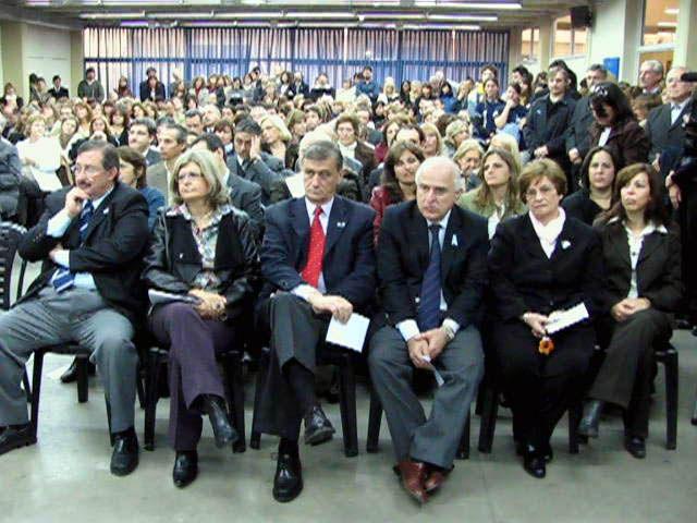 Inauguraron la primera planta universitaria de producción de medicamentos del país