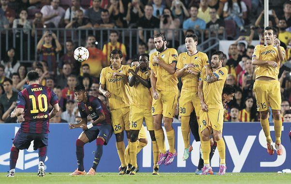 Barcelona le ganó 1-0 al modesto Apoel Nicosia con un equipo lleno de pibes liderados por Messi.