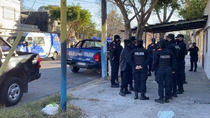 La policía montó un gran operativo en un taller de Necochea al 3500.