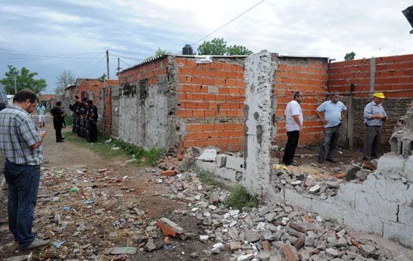 Con el de hoy ya suma 12 los búnkers derribados en Rosario. (Foto: G. De los Ríos)