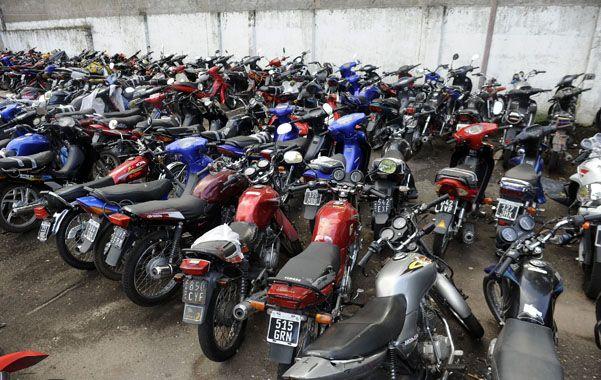 Al depósito. Una gran cantidad de motos fue retirada de la vía pública. (foto: Héctor Rio)