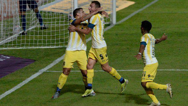 Vecchio y Ruben celebran en el triunfo ante San Lorenzo.