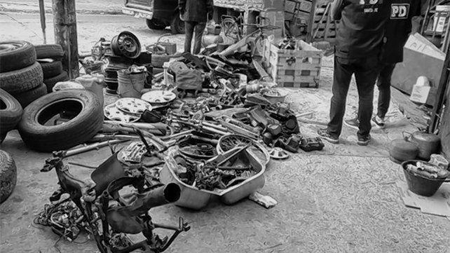 De todo. En una de las casas se hallaron distintos pedazos de motos.