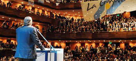 El kirchnerismo largó la campaña con un fuerte acto en La Plata