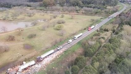 Un impactante choque entre dos camiones se registró este sábado en la la ruta 34 a la altura de Luis Palacios.