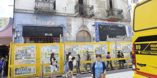 Ordenan el desalojo de la pensión de San Luis 1038 ante un posible derrumbe