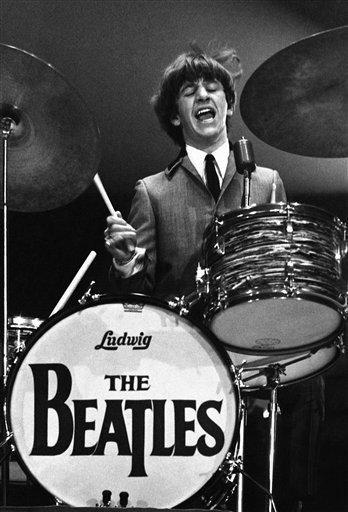 Subastan fotos del primer concierto de los Beatles