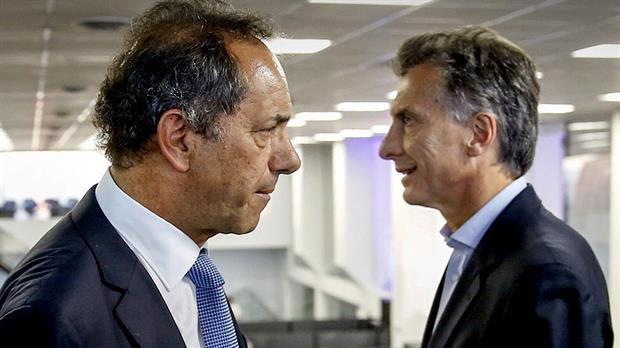 Mano a mano. Scioli y Macri ya salieron a la pesca de los que votaron el domingo por otras fuerzas políticas.
