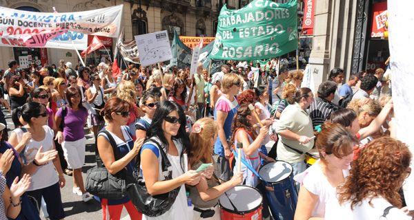 Los maestros rosarinos rechazaron la propuesta salarial y proponen paro