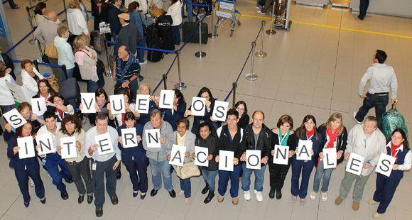 Aerolíneas anuncia viajes gratis a Ezeiza pero desde Rosario piden volar al exterior