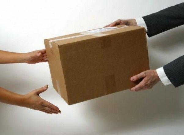El paquete postal llegó desde Osaka y el envío fue pagado con la tarjeta de crédito de la víctima.