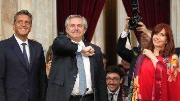 En un acto reducido de personas y sin movilización, el presidente Alberto Fernández encabezará el acto de apertura de sesiones ordinarias. Ya habrá tiempo de llenar plazas, reencontrarnos y fundirnos en abrazos, expresó en Twitter.