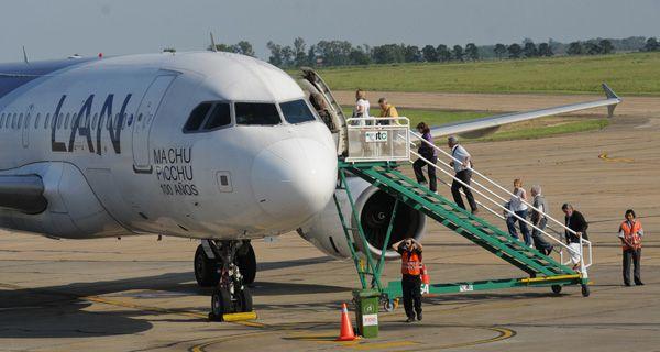 Extienden el permiso y LAN podrá volar desde Rosario a Lima hasta febrero