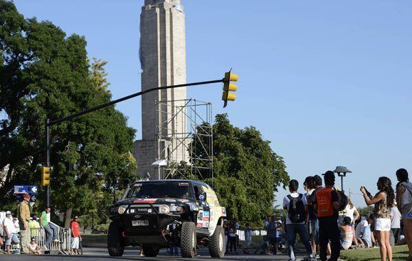 La edición 2014 del rally Dakar tuvo su largada frente al Monumento a la Bandera. (Foto: H. Río)