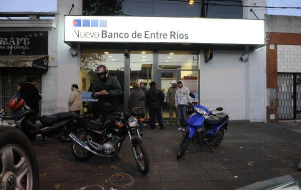 Al atardecer todo había vuelto a funcionar en el banco de zona sur. (Foto: M. Bustamante).