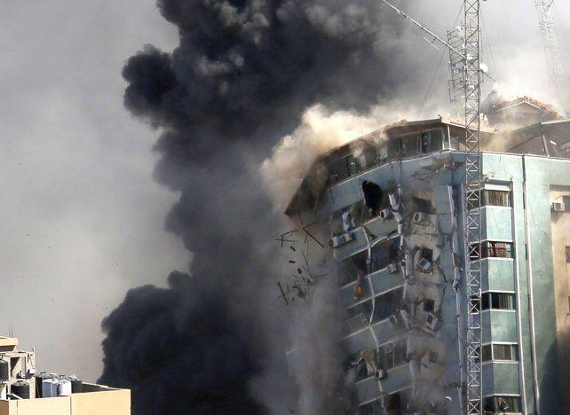 El edificio de oficinas en Gaza donde tenían sus sucursales Associated Press y Al Jazeera