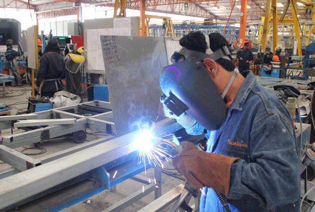 La actividad económica argentina retrocedió el 11,5% interanual en marzo