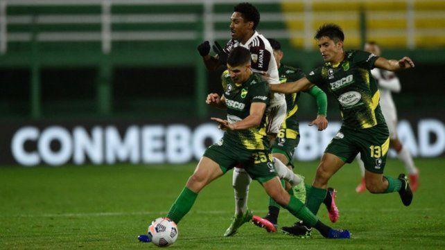 Defensa jugó un buen partido en casa pero la derrota por 1-0 lo obliga a revertir la serie en Brasilia.