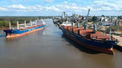 Llega un ultramarino al Puerto de Concepción del Uruguay.
