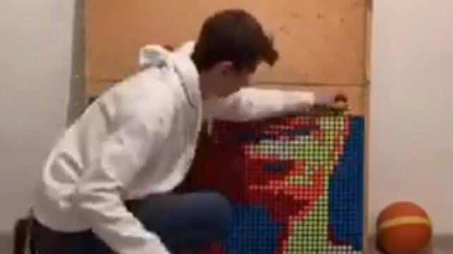 Homenajeó a Kobe Bryant con un retrato perfecto hecho sólo con cubos de Rubik