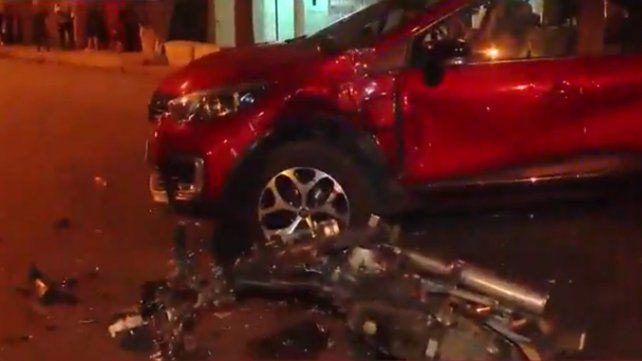 Chocó su moto contra un auto en barrio Las Heras y terminó hospitalizado