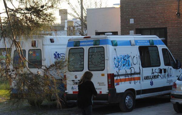 Vecinos y familiares de la criatura causaron destrozos y pintadas en la guardia.