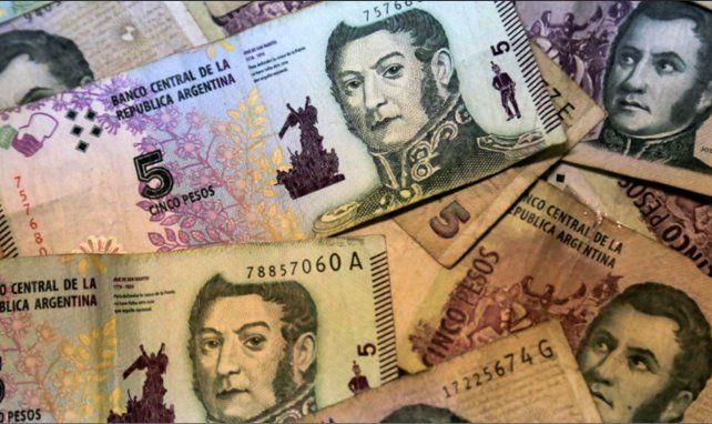 El Gobierno postergó el retiro de circulación de los billetes de cinco pesos