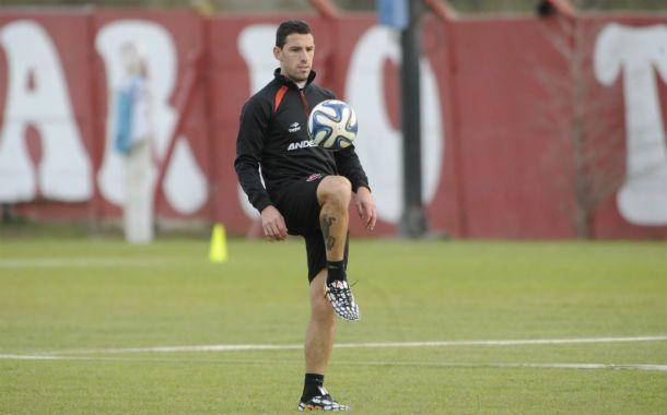 Categoría. Maxi Rodríguez hace jueguitos en un entrenamiento. La Fiera es una pieza clave para la Lepra.