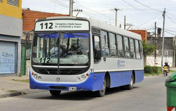 El ómnibus. El servicio une el sur y el noroeste rosarinos. (foto: Gustavo de los Rios)