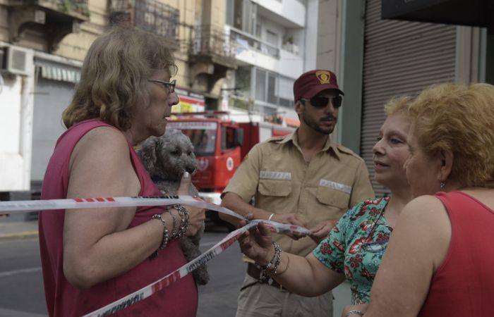 Los vecinos del edificio incendiado volvieron a sus hogares a retirar pertenencias