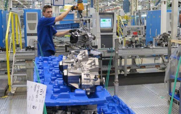 En baja. La industria automotriz lideró las bajas del sector manufacturero.