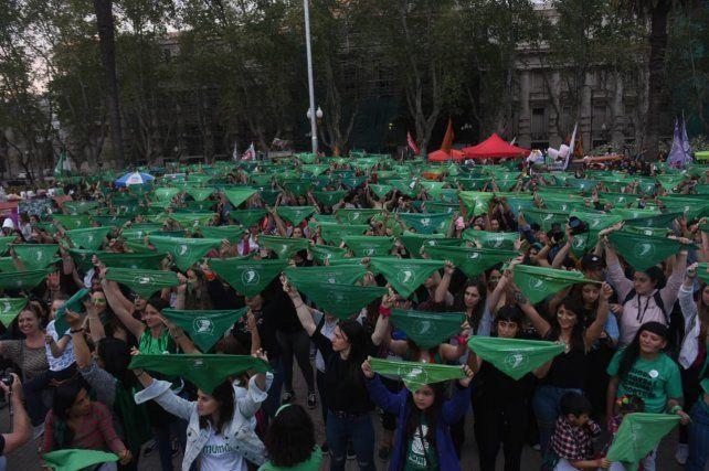 El pañuelazo por el aborto legal, seguro y gratuito estalló en Rosario