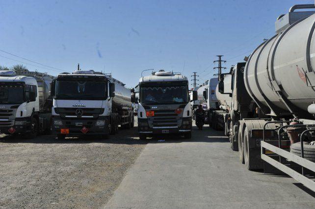 Camiones. Los transportistas amenazan con paralizar el comercio agroexportador.