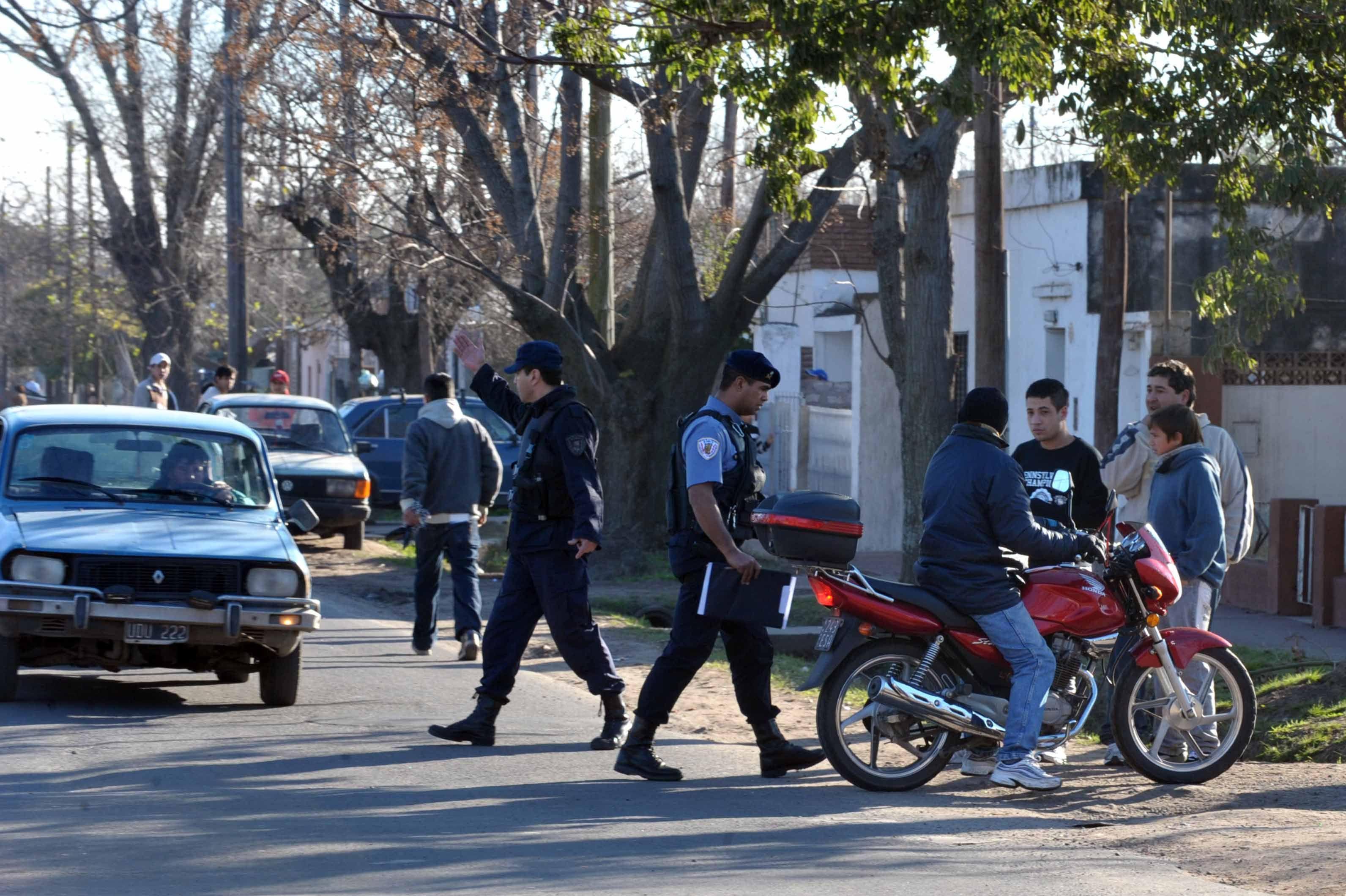 Uno de los controles a motoclistas que busca quitar vehículos robados de las calles. (Foto de archivo: G. de los Ríos)