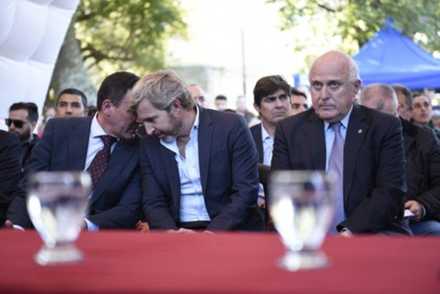en espera. Luego de varios contactos con Frigerio y otros funcionarios nacionales