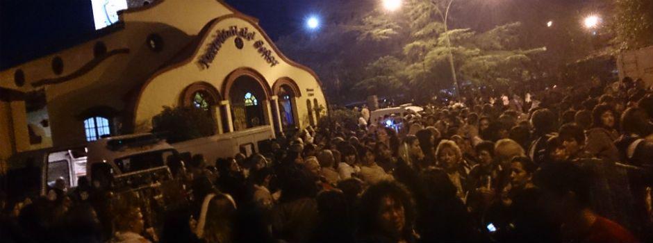 Una multitud se congregó desde temprano en las cercanías de la parroquía Natividad del Señor para la procesión. (Foto: Marcelo Bustamante)