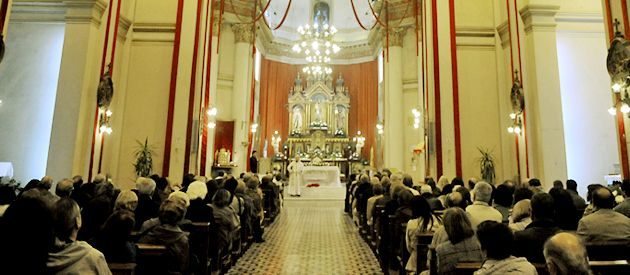 la basílica San José inauguró anoche una nueva iluminación que la hizo lucir impactante para celebrar sus cien años.